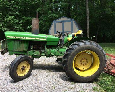 1968 John Deere 820 Tractor