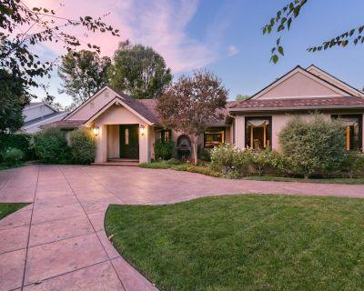 Beautiful, Luxurious, Resort in Sherwood Forest, California - Northridge