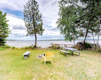 Adorable Lakefront Getaway W/ Private Beach, Dock, Wood Stove & Free WiFi! - Northeast Somerset