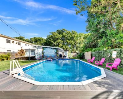 AMAZING HOLLYWOOD RETREAT..4 BEDROOMS 2 BATH PRIVATE POOL HOME.. - Parkside