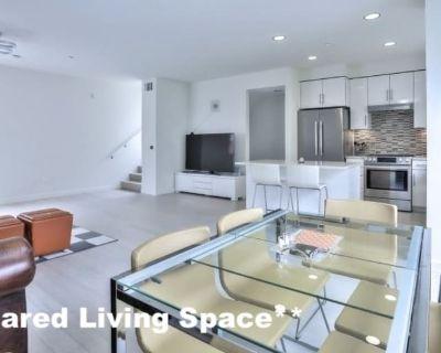 Shared room with shared bathroom - Santa Monica , CA 90405