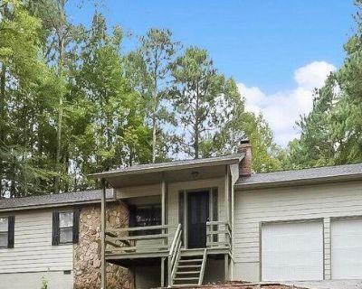 4167 Woodcrest Dr, Powder Springs, GA 30127