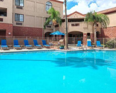 Outdoor Getaway! 2 Comfy Units, Kitchen, Pool - Palo Verde