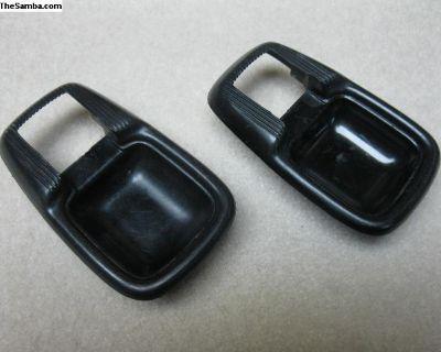 111837239B escutcheon trim for inner door handle