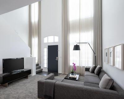 AKA Residences Premium Duplex Townhouse w/ Private Entrance & Full Kitchen - Beverly Hills
