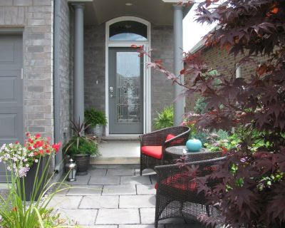 Private large Suite, king bed, kitchenette, in a New home, close to the Falls. - Niagara Falls