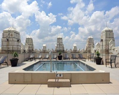 Jacuzzi in the sky   Luxe condo   by CozySuites - Downtown West