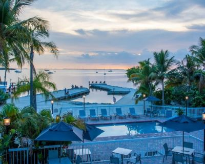 Wonderful Island Escape! Two Spacious Units, Pool, Parking - Key Largo