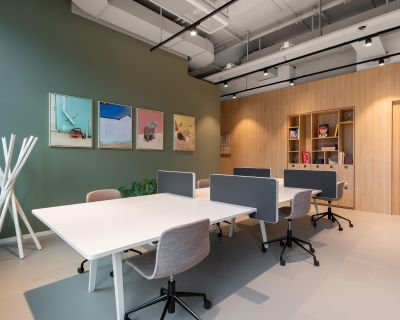 Work, meet and collaborate in a shared office space in Spaces Foxtown