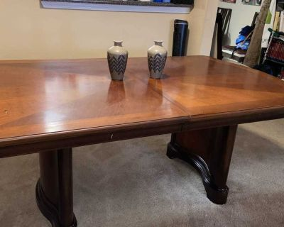 Dining Table-Only with leaf (gently used)