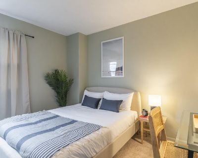 Furnished Private Queen Room in Logan Circle #359B