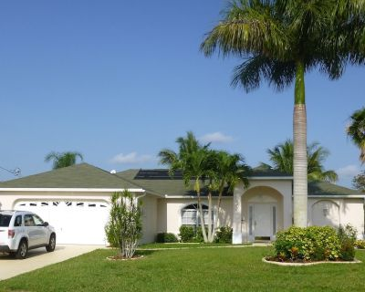 Saltwater canal heated Pool home, with boats lift, central located, nice neibors - Pelican