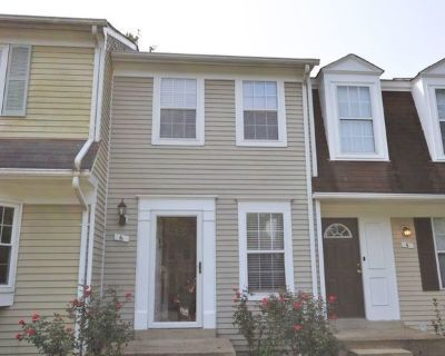 Charming and Updated Townhouse for Rent in Countryside!