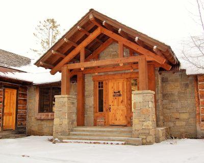 Luxurious home near skiing, Big Sky's Town Center, YC & SP Clubs - Flyfishing - Spanish Peaks