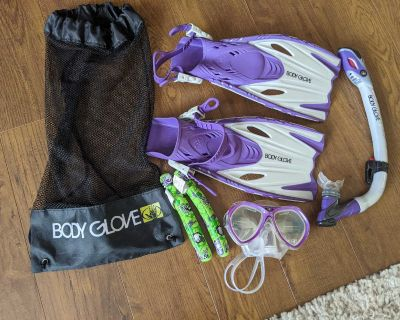 Body Glove Kids Snorkeling Set for pick up in Cooper's Crossing Airdrie