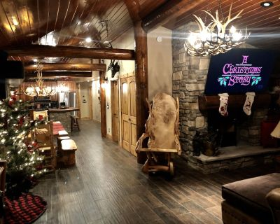 Gorgeous Luxury Cabin! Dog Friendly. Hot Tub, 1 Acre of Amazing Outdoor Space! - Big Bear Lake