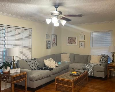 Private room with own bathroom - Benbrook , TX 76126