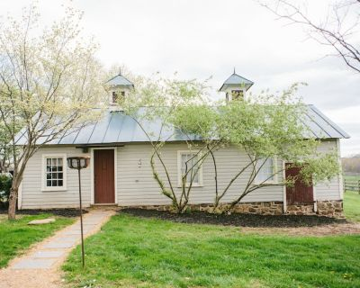 Hunt Box on 1700's Horse Farm/Wedding Venue - Blue Ridge