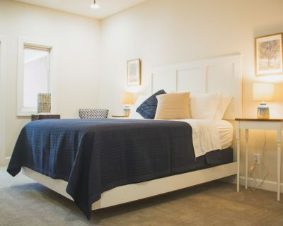Private queen suite with en-suite bathroom in Historic Lower Town Arts District! - Paducah