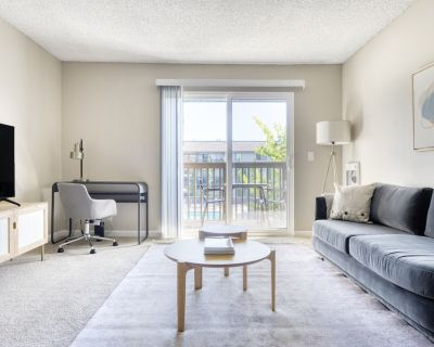 Charming Foster City 1BR w/ Gym, Pool, W/D, near highways, by Blueground - Foster City
