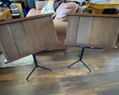 Pair of Bose 901 audiophile speakers for sale