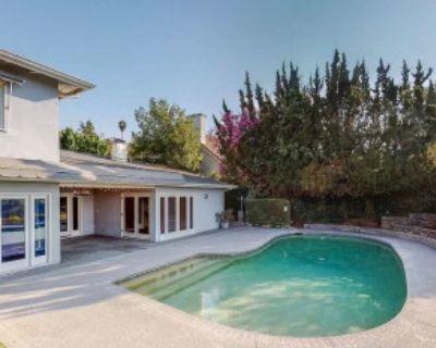 Private Backyard w/Pool and Breathtaking Hillside Views, Studio City, CA