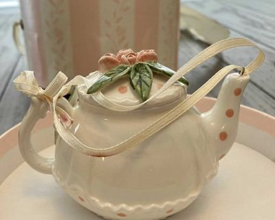 Beautiful Vintage pink Mud Pie Tea Pot Ornament