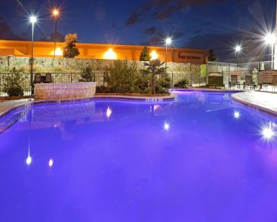 Outdoor Pool + Hot Tub + Free Breakfast | 24 Hour Business Center - Irving