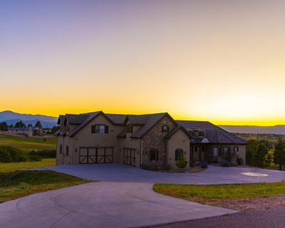 8,200 sf Million Dollar Mansion With Epic Mountain Views, Endless Hot Water - Black Forest