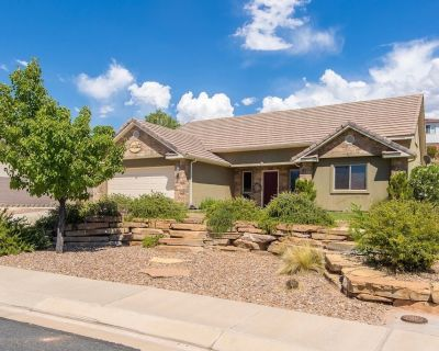 Huge home and yard! 9 beds to choose from! Private putting green! - La Verkin