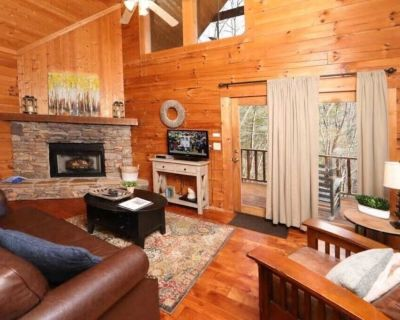 ***New Owner Special*** Cozy Log Cabin + Hot Tub! - Pigeon Forge