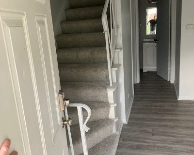 BEAUTIFUL LARGE 1 BED TOWNHOUSE WITH BASEMENT & IN-UNIT LAUNDRY & CENTRAL AIR