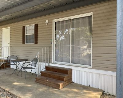 1 Bed ~ 1 Bath ~ Fully Furnished - Utilites Paid
