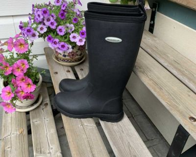 Ladies Muck Boots. Size 8