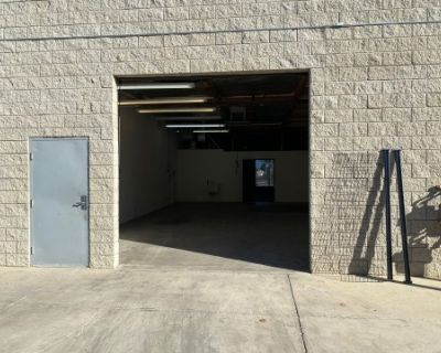 Warehouse in the High Desert with large roll up door and front office, Palmdale, CA