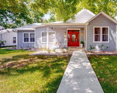 Dog-friendly Home in the Heart of Fredericksburg, Near all the Must-see Sights - Fredericksburg