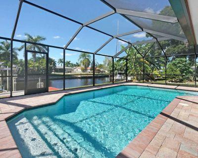 27% OFF! -SWFL Rentals - Villa Arianna - 4 BR Cape Coral Home w/Pool & Boat Lift Sleeps 11+2 - Yacht Club