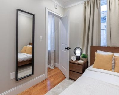 Private room with shared bathroom - Boston , MA 02113