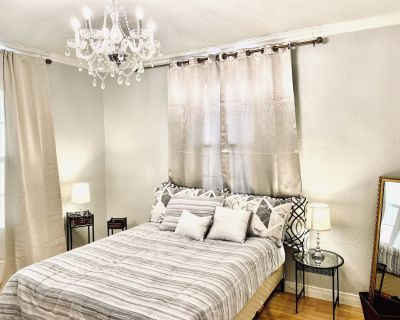 Redesigned 2 bedroom apartment in Downtown El Paso across baseball stadium - Union Plaza