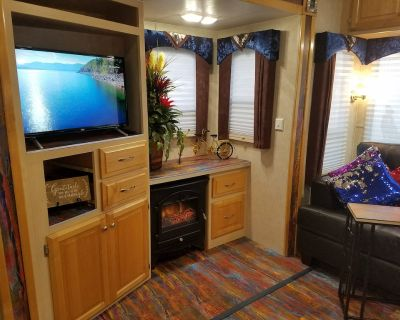 Shooting Starburst - Gated RV - Wi-fi, Pets and Parking - Bakersfield