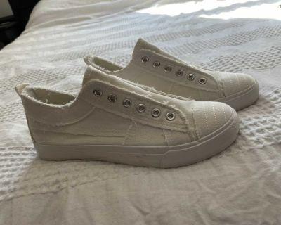 White canvas shoes size 7