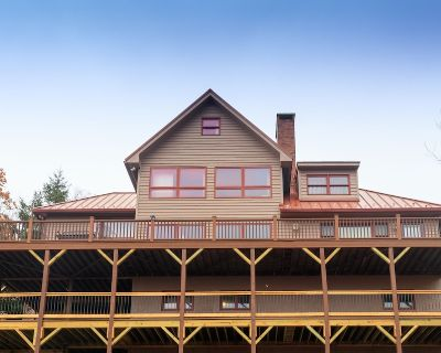 Large 7 bedroom house with a million Dollar 4 season view. - Banner Elk