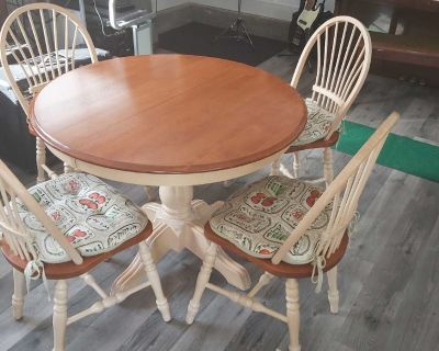 Solid Wood Round Table with 4 chairs (Canadian Made)