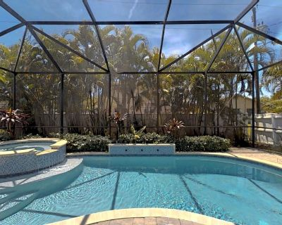 Two Master Bedrooms! Less than 1 Mile to the beach with heated pool and spa - Naples Park