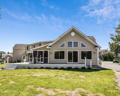 NEW LISTING 2021! Awesome Water Views plus amazing yard! Pet Friendly! - Bethany Beach