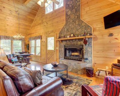 Delightful, dog-friendly cabin w/ a private hot tub, gas grill, & game room! - Blue Ridge