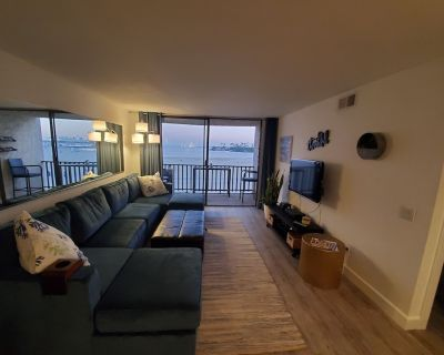 Ocean view, beach front condo-walking distance to some of the best of Long Beach - Alamitos Beach