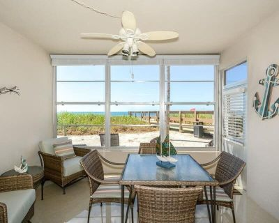 Exquisitely renovated with direct Gulf front access on First floor Free Boat Docks & WiFi - Siesta Key