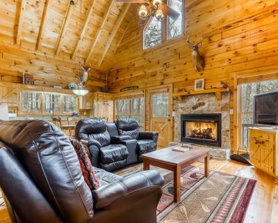 Multi-level retreat w/ private hot tub, spacious deck, scenic views & gas grill! - Blue Ridge
