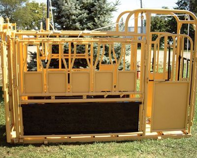 2020 For-Most Livestock Equipment Model 300 & 300W Squeeze Chute